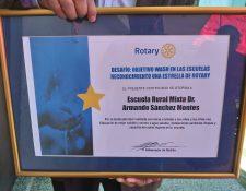 Este miércoles 31 de julio la escuela recibió el reconocimiento. (Foto Prensa Libre: María Longo)