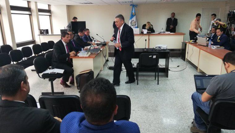 El viceministro de Gobernación, Remberto Ruiz, comparece en el Juzgado de Mayor Riesgo E, por el señalamiento del crimen del sindicalista del IDPP, Manuel Ramírez. (Foto Prensa Libre: Kenneth Monzón)