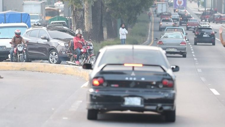 En el kilómetro 30.5 de San Bartolomé Milpas Altas fueron atropellados una madre y sus dos hijos, los tres fallecieron. (Foto Prensa Libre: Hemeroteca PL)