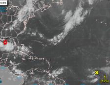 """La """" tormenta tropical Barry se está fortaleciendo en su camino a Luisiana, (Foto Prensa Libre: EFE)"""