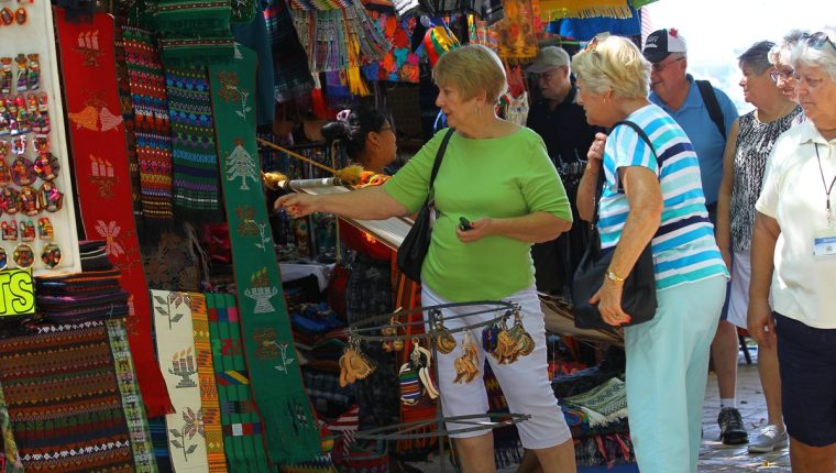 Los turistas en Guatemala visitan diversos destinos durante su estadía en el país. (Foto, Prensa Libre: Hemeroteca PL).