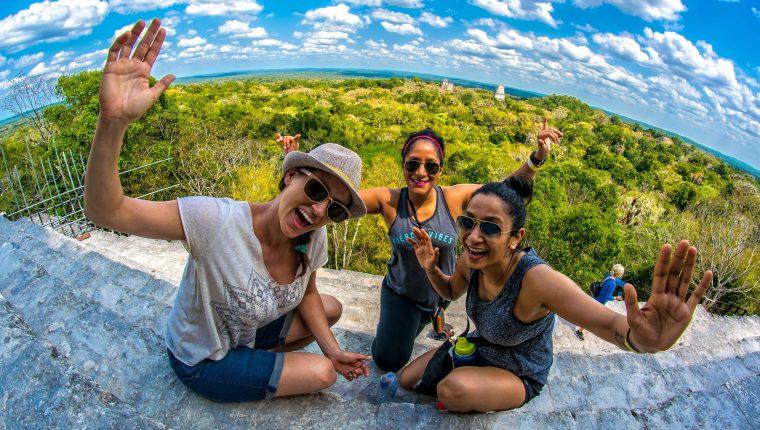 Tikal, Yaxhá y múltiples sitios arqueológicos, así como los atractivos naturales son parte de la oferta turística en Petén. (Foto, Prensa Libre: Inguat).