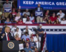 El presidente Donald Trump durante su campaña política en busca de la reelección, en Carolina del Norte. (Foto Prensa Libre: AFP)