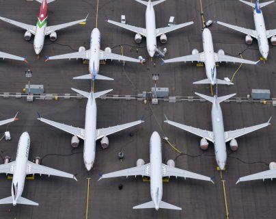 Aviones Boeing 737 MAX almacenan en un área adyacente a Boeing Field, en Seattle, Washington. Después de dos accidentes el 737 MAX ha sido castigado por la FAA y otras agencias de aviación desde marzo de 2019. (Foto, Prensa Libre: AFP).
