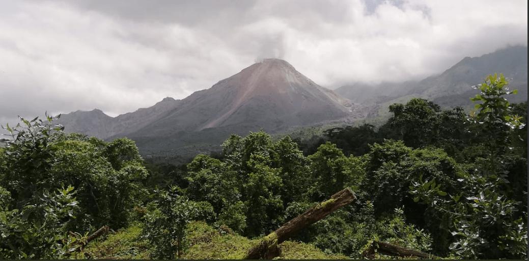 Restringen ascenso a volcán Santiaguito y recomiendan no subir al Santa María