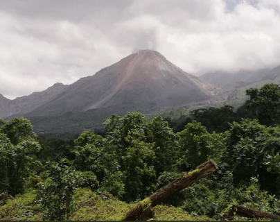 Debido a la actividad del volcán Santiaguito se emitió alerta amarilla y se restringe el acceso a los turistas.(Foto Prensa Libre: cortesía)
