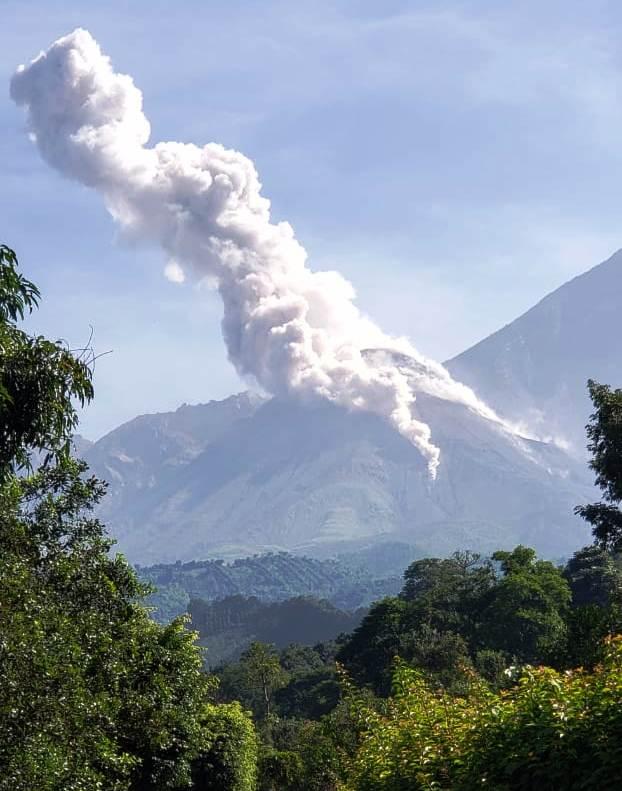 Volcán Santiaguito de Guatemala aumenta actividad con 40 explosiones diarias