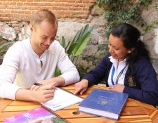 Las escuelas de idioma en sitios turísticos pueden aprovechar el tiempo parcial. (Foto Prensa Libre: Cortesía)