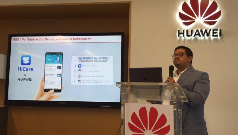 Udyn Aldana, gerente de Servicio Posventa de la división de consumo de Huawei Guatemala, indicó que en Guatemala aumentó el servicio posventa y no bajó la compra de teléfonos. (Foto Prensa Libre: Claudia Martínez)