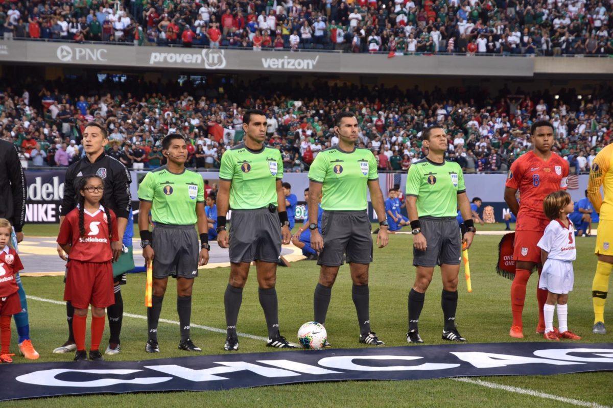 Mario Escobar Toca, el tercer árbitro guatemalteco que dirige una final de Copa Oro