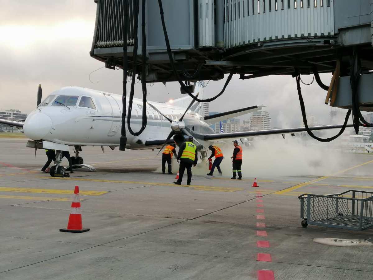 Avión aterriza de emergencia en Aeropuerto La Aurora
