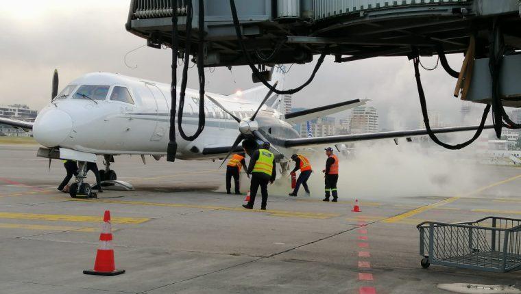 Tras alerta en avión que iba hacia Honduras, se activaron de inmediato los protocolos de emergencia. (Foto cortesía José Castro)