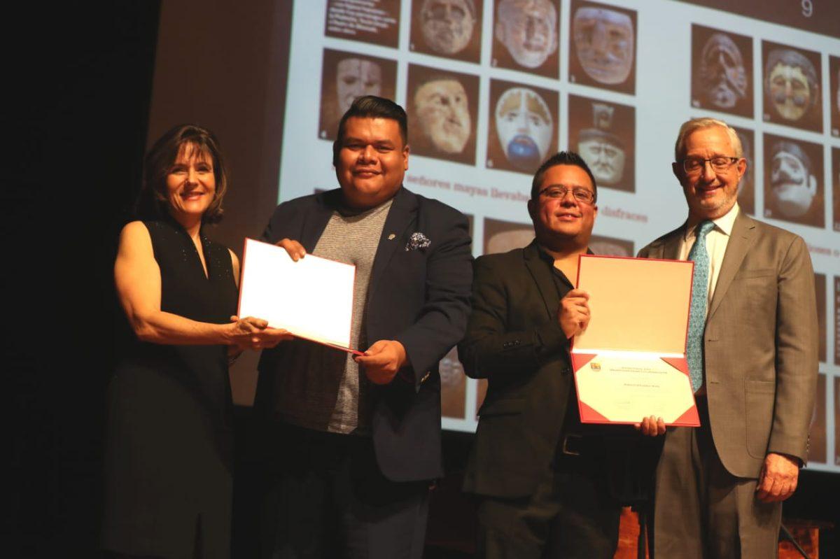 Prensa Libre recibe el Premio Huun 2019