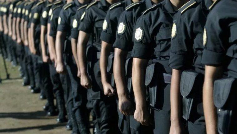 La Policía Nacional Civil comparará 5 mil pistolas y equipo antidisturbios. (Foto Prensa Libre Hemeroteca)