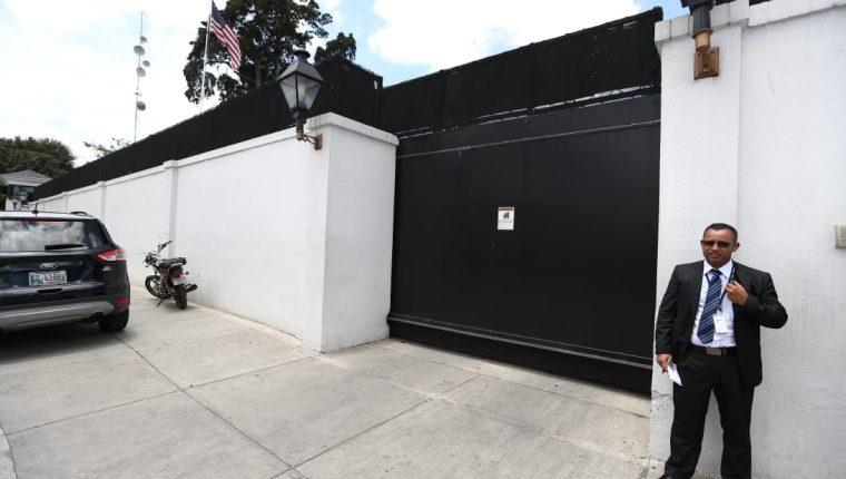 La reunión con Kevin McAleenan con Sandra Torres y Alejandro Giammattei se lleva a cabo en la casa del embajador de Estados Unidos. (Foto Prensa Libre: Carlos Hernández Ovalle)