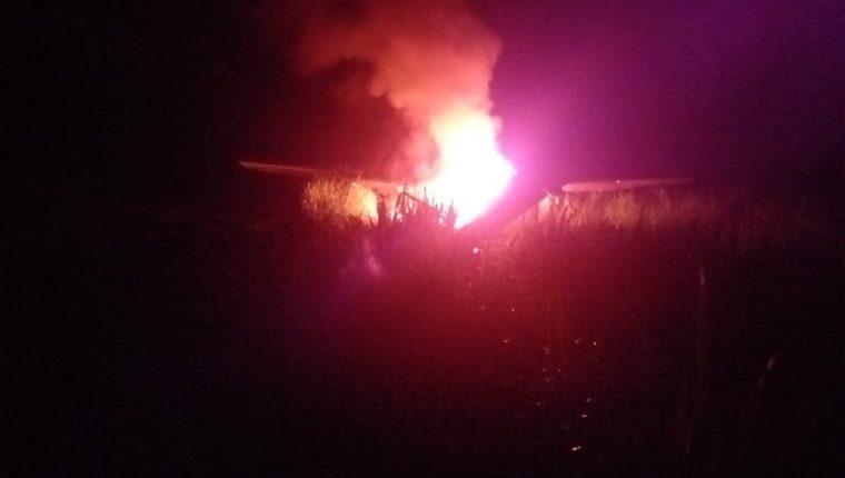 La aeronave fue localizada la madrugada de este lunes incendiada. (Foto Prensa Libre: Cortesía Ejército de Guatemala)