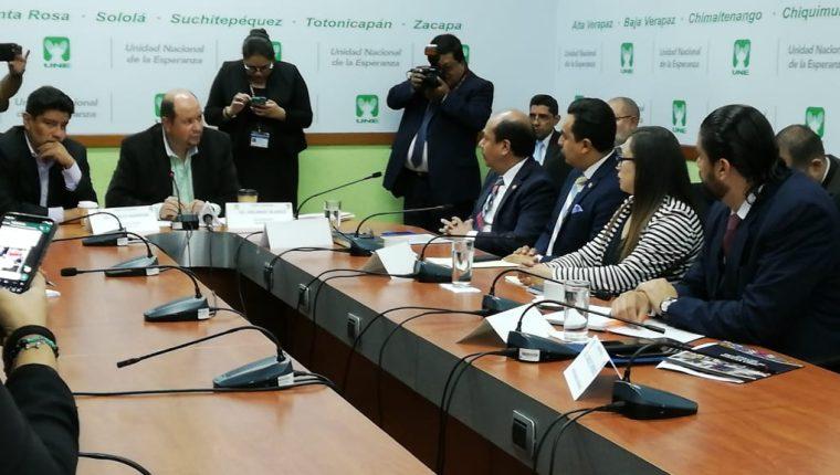 Viceministros de las carteras de Gobernación, Trabajo y Relaciones Exteriores, llegaron a una citación que se suspendió. (Foto Prensa Libre: Carlos Álvarez)