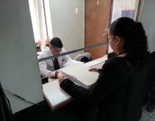 Representante del Ministerio Público al presentar la solicitud de retiro de antejuicio. (Foto Prensa Libre: Kenneth Monzón)