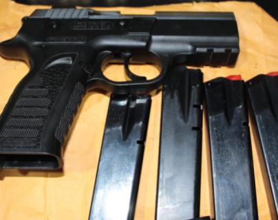 En la mayoría de los asaltos los delincuentes usan armas para intimidar a los pasajeros. Imagen con fines ilustrativos. (Foto Prensa Libre: Archivo).