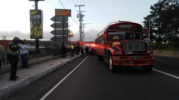 El asalto en un autobús de los Transportes Esmeralda sucedió a las 5:20 horas en el kilómetro 20.5 de la ruta al Pacífico. (Foto Prensa Libre: Cortesía)