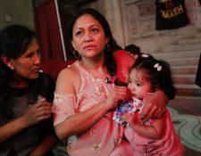 Aura Hernández y su hija de 15 meses son un ejemplo de latinos que se refugian en iglesias de EE. UU. para no ser deportados. (Foto: AFP)