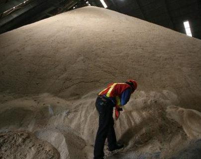 El sector azucarero nacional solicitó a la UE mejores controles con el ingreso de la cuota del edulcorante a ese mercado. (Foto Prensa Libre: Hemeroteca)