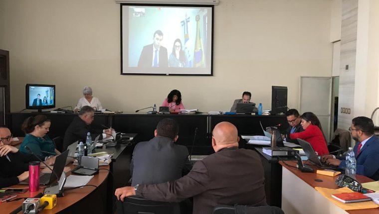 Por videoconferencia, desde Brasilia, declara el banquero Marco Antonio Bilinsky en el juicio del caso Odebrecht. (Foto Prensa Libre: Juan Diego González)