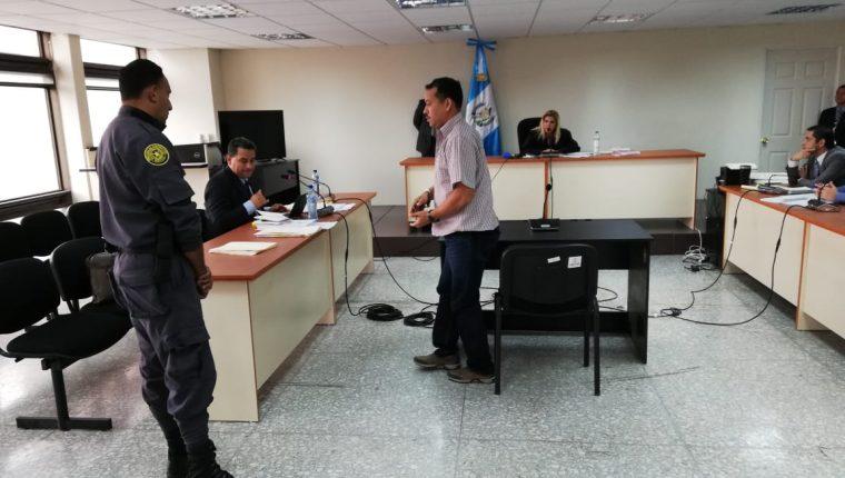 Exjefe de seguridad del Instituto de la Defensa Pública Penal Ronald Joaquín González Vásquez, en el Juzgado de Mayor Riesgo E. (Foto Prensa Libre: Kenneth Monzón)