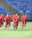 La Selección Sub 23 de Costa Rica durante el trabajo en el estadio Doroteo Guamuch Flores. (Foto Prensa Libre: Edwin Fajardo).