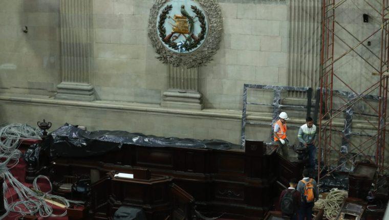 Los trabajos de renovación de los sistemas de video, audio y votación se realizan en el Congreso. (Foto Prensa Libre: Esbin García)