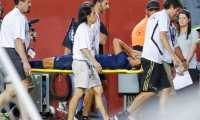 Landover (United States), 24/07/2019.- Real Madrid midfielder Marco Asensio is carried from the pitch after an injury against the Arsenal during the second half of the International Champions Cup (ICC) soccer match between Real Madrid and Arsenal at FedEx Field in Landover, Maryland, USA, 23 July 2019. (Estados Unidos) EFE/EPA/ERIK S. LESSER