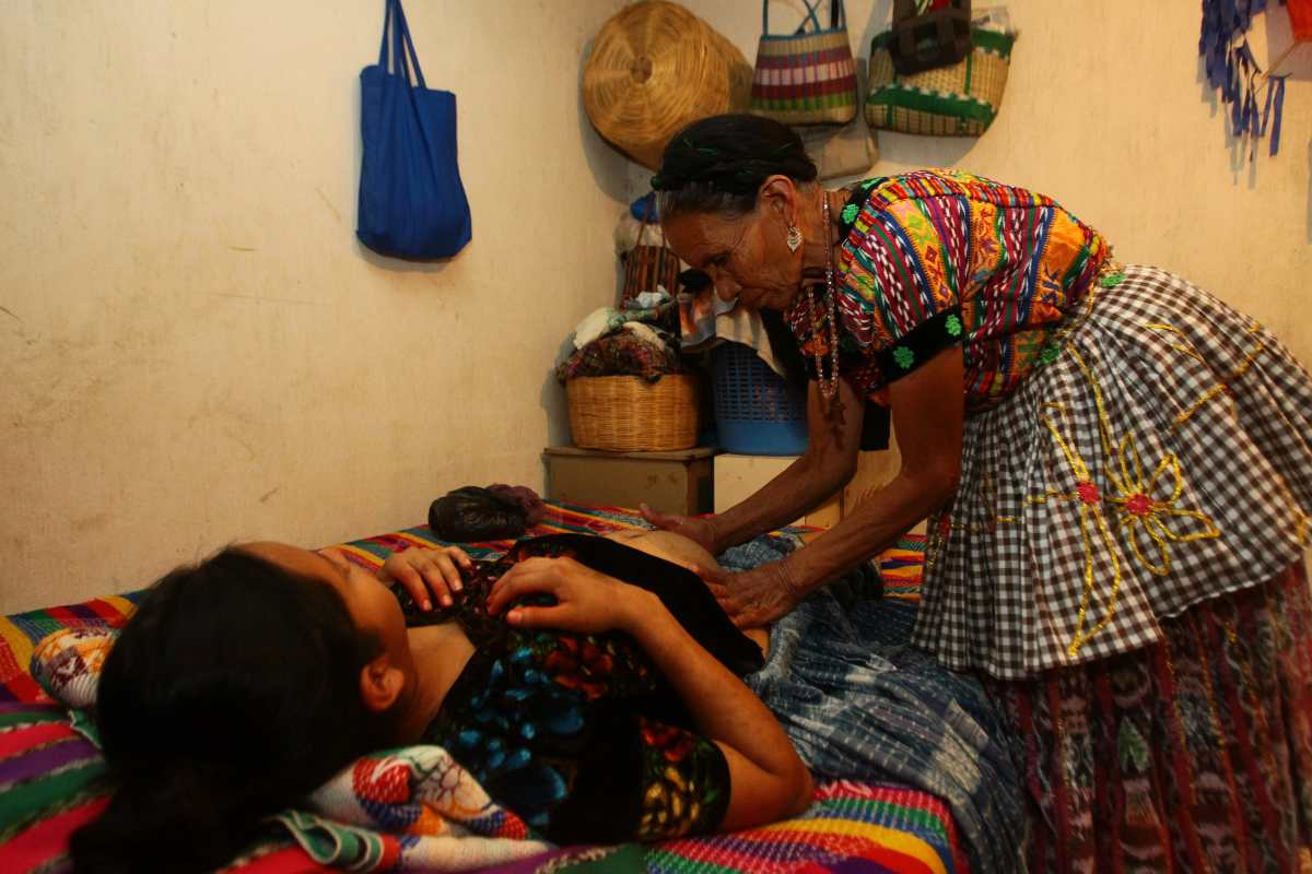 Seis de cada 10 muertes maternas que se registran son de mujeres indígenas