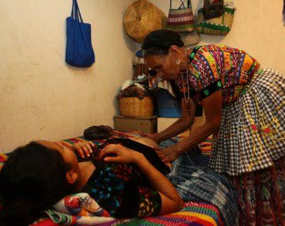 Entre la población indígenas, las muertes maternas golpean con más fuerza. La atención oportuna en casos de emergencia es vital. (Foto Prensa Libre: Hemeroteca PL)