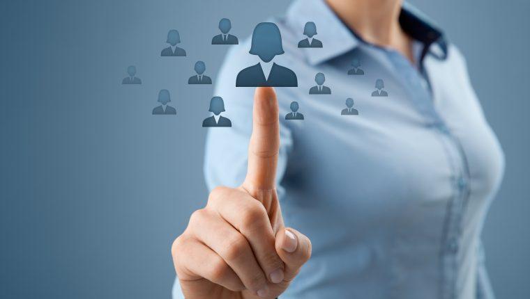 LinkedIn ofrece la posibilidad de tener el currículum en línea y enviar el enlace para darse a conocer como profesional. (Foto Prensa Libre: Servicios)