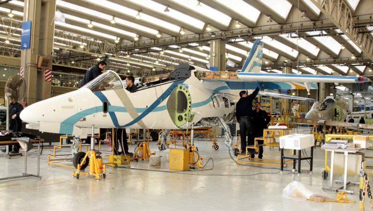 JetSMART Airlines y la Fábrica Argentina de Aviones (FAdeA) con base en la provincia de Córdoba, firmaron un contrato para la prestación de servicios de mantenimiento de componentes destinados a los aviones de la flota más nueva del país. (Foto Prensa Libre: Ministerio Defensa Argentina)