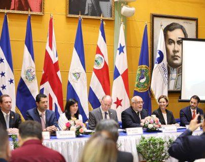 Los ministros de Economía de Centroamérica, finalizaron las negociaciones de Acuerdo Comercial con el Reino Unido en la ciudad de Managua Nicaragua. La firma fue con el embajador de Inglaterra en Managua. (Foto Prensa Libre: Cortesía Mineco)