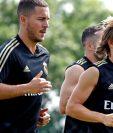 Luka Modric junto a Eden Hazard, durante el entrenamiento del Real Madrid. (Foto Prensa Libre: Real Madrid)