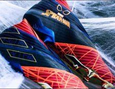 Estos son los zapatos inspirados en Spiderman. (Foto Prensa Libre: Adidas)