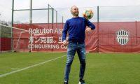 GRAF1324. KOBE (JAPÓN), 28/03/2019.- El centrocampista español del Vissel Kobe Andrés Iniesta durante la entrevista concedida a Efe en Japón en la que ha asegurado que se ha vuelto a encontrar como futbolista. EFE/Nora Olivé