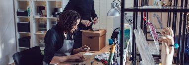 Si se considera una persona creativa y con habilidades manuales, crear sus propios diseños en oro y plata dándoles su toque personal será una experiencia muy enriquecedora. (Foto Prensa Libre: Cortesía)