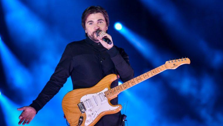 "Juanes interpreta ""Seek and Destroy"" de Metallica. Foto Prensa Libre/Shock.co."