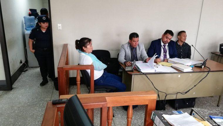 Mirna Elizabeth Juárez Argueta, alias La Rancherita, y Édgar Danilo Xiloj Rivera, enfrentan juicio por asesinato en grado de tentativa. (Foto Prensa Libre: Kenneth Monzón)