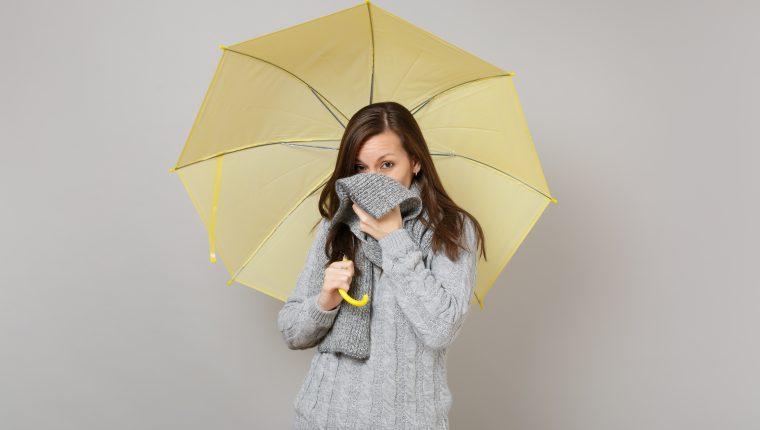 En tiempo de lluvia y frío aumentan los casos relacionados con enfermedades respiratorias. (Foto Prensa Libre: servicios).
