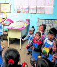 El Mineduc trasladará al renglón permanente a más de 21 mil docentes que trabajan bajo contrato. (Foto Prensa Libre: Hemeroteca PL)