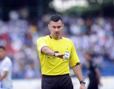 El árbitro guatemalteco Mario Escobar Toca pitará la final de la Copa Oro 2019. (Foto Prensa Libre: Hemeroteca PL)