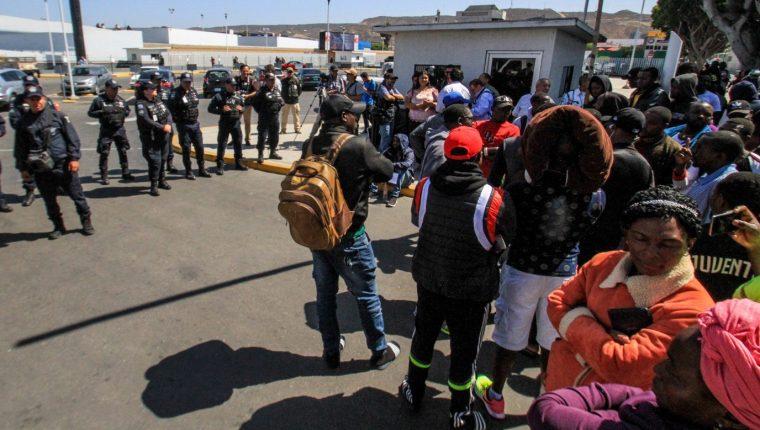 Las autoridades estadounidenses comenzarán con el programa de repatriación para migrantes. (Foto Prensa Libre: EFE)