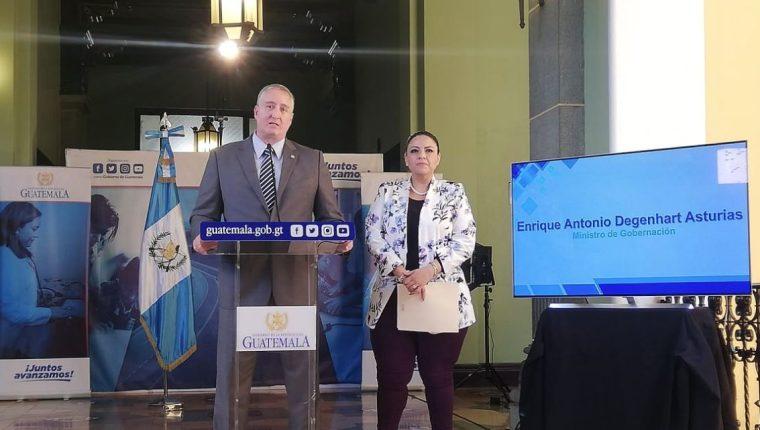 Ministro de Gobernación, Enrique Degenhart y la Canciller, Sandra Jovel. (Foto Prensa Libre: Andrea Orozco)