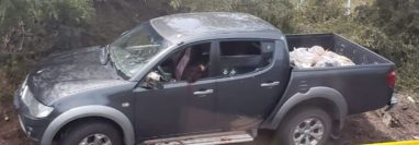 Después de una persecución, el vehículo quedó con varios impactos de bala. (Foto Prensa Libre: BMD)