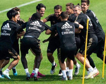 Los jugadores del Real Madrid comparten con alegría el último día de trabajo en Canadá. (Foto Prensa Libre AFP).