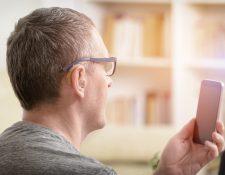 La tecnología ha facilitado la inclusión de las personas con discapacidad auditiva. (Foto Prensa Libre: Servicios).
